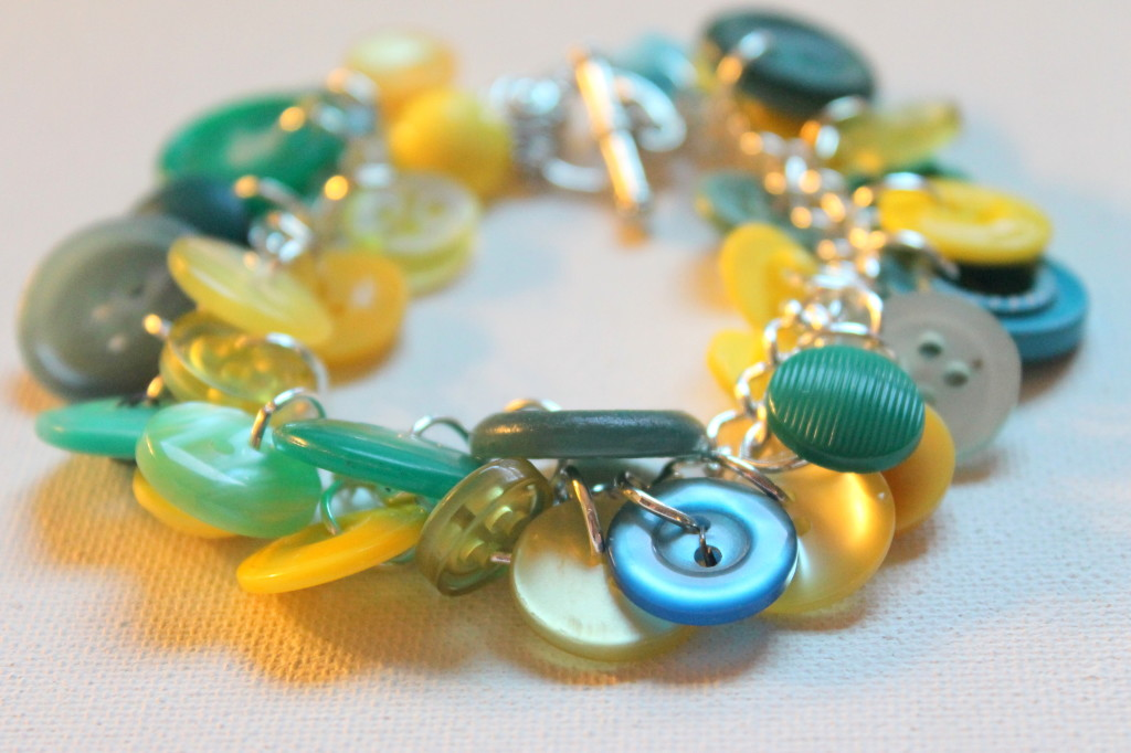 How to make a bracelet with buttons