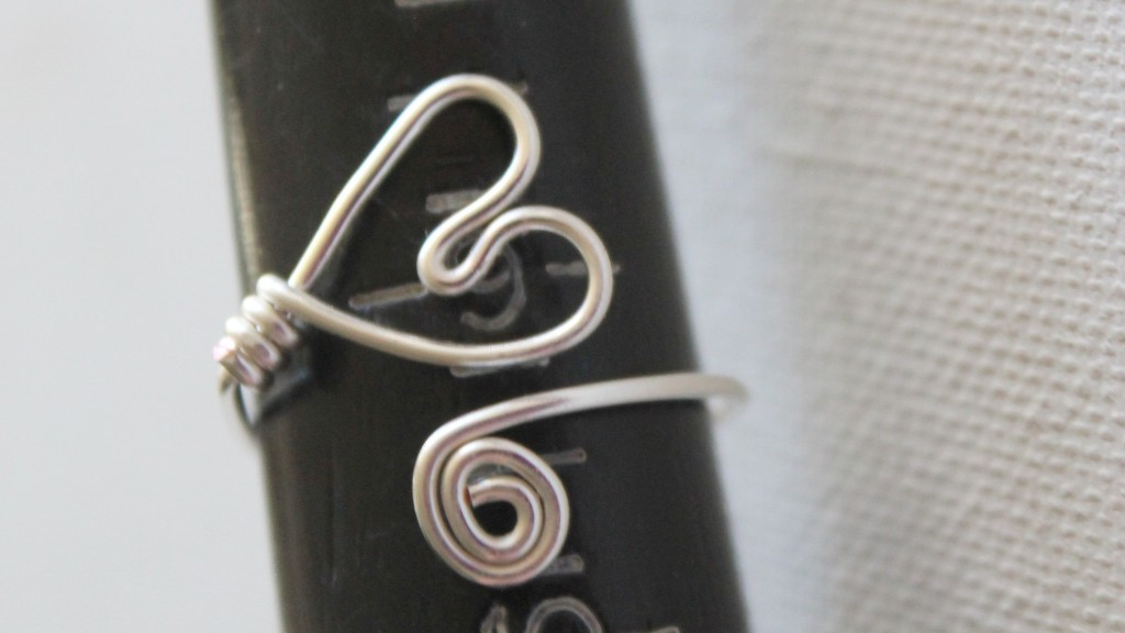 Adjustable Wire Heart Ring Tutorial