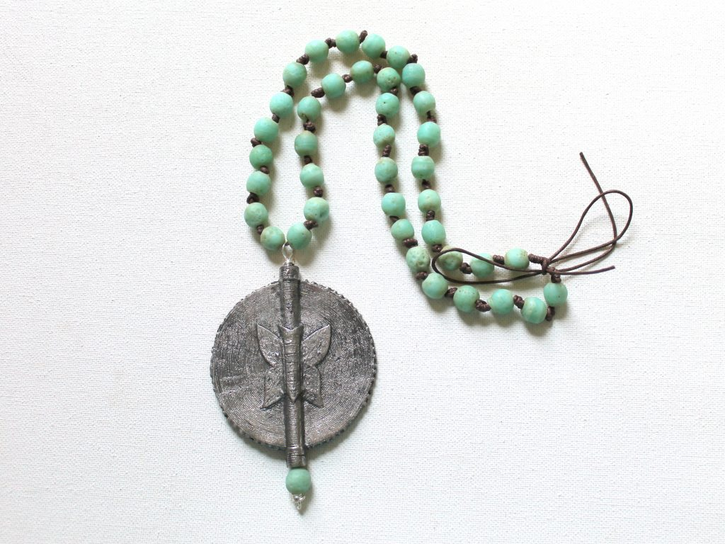 Baule Bead Pendant Necklace Tutorial
